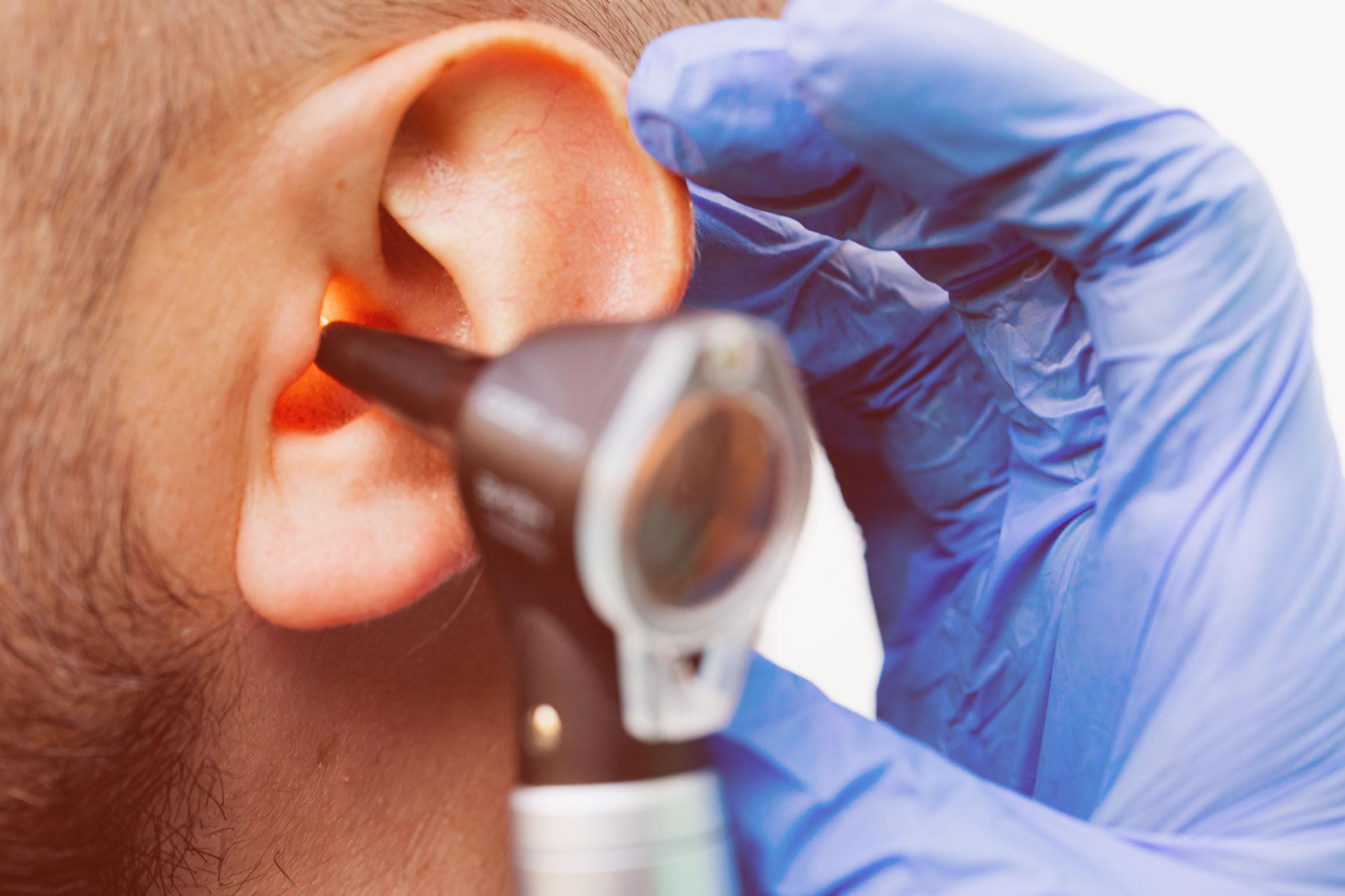 Hörtest Untersuchung Ohr