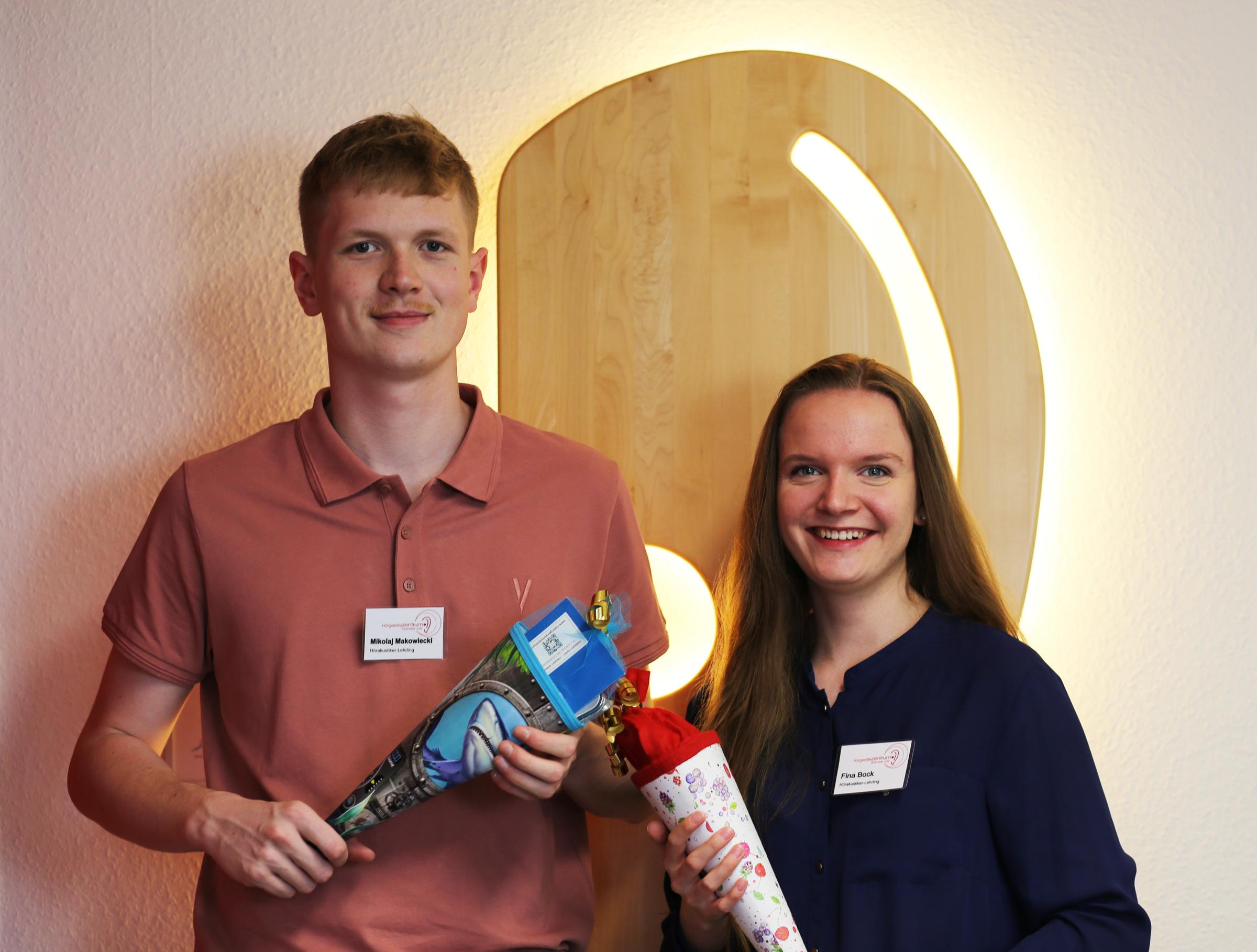 Zwei neue Lehrlinge für das Hörgerätezentrum